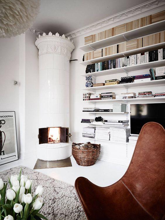 Onmisbaar en uniek in een warm Zweeds interieur: de \'kakelugn\' – DE ...